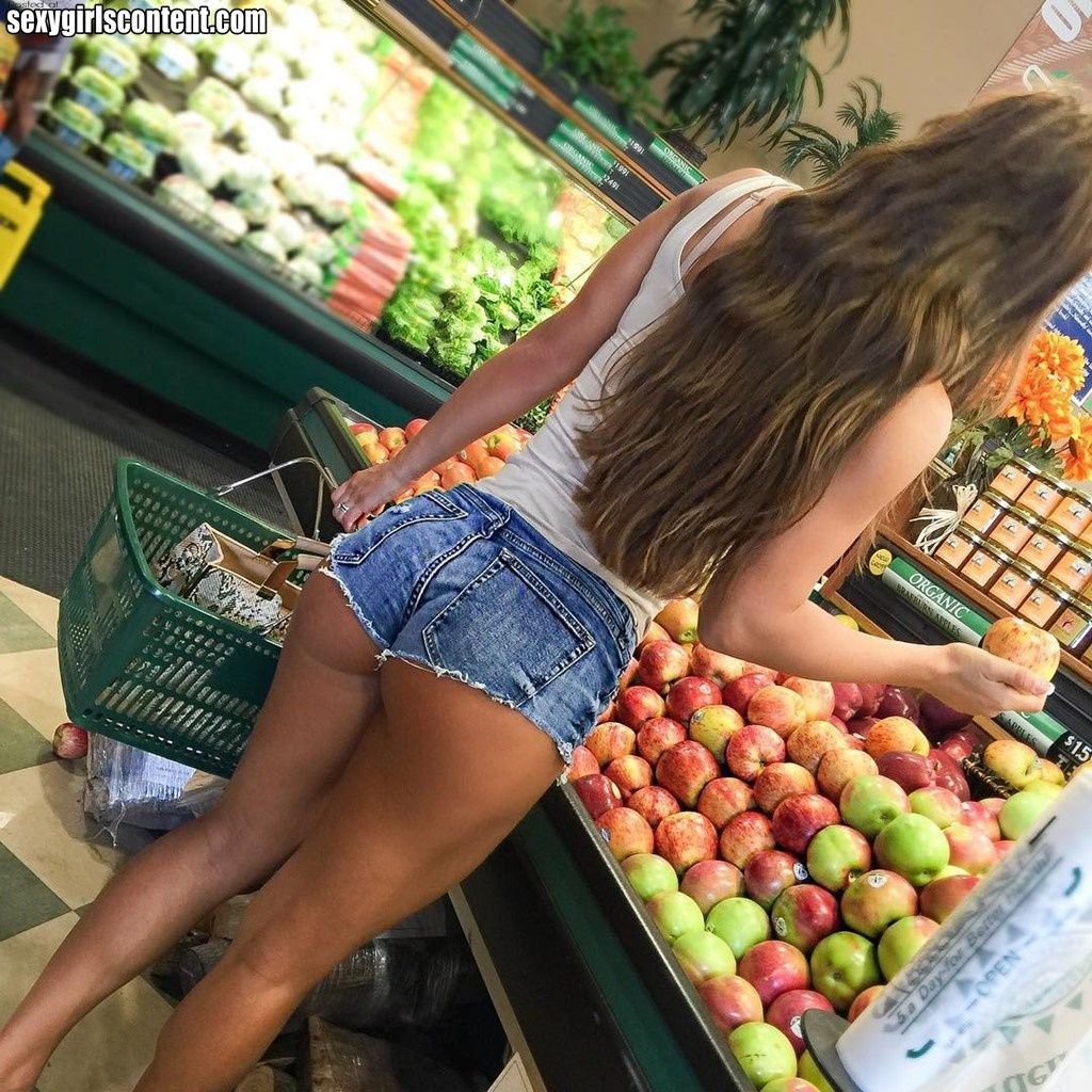 Young hot ass on shorts